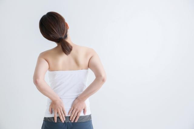 年齢は関係ないぎっくり腰のリスクとは?~腰のヘルニアで悩まないために~