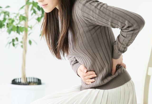 PMS(月経前症候群)で整体を検討する女性