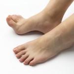 足の指が浮いている